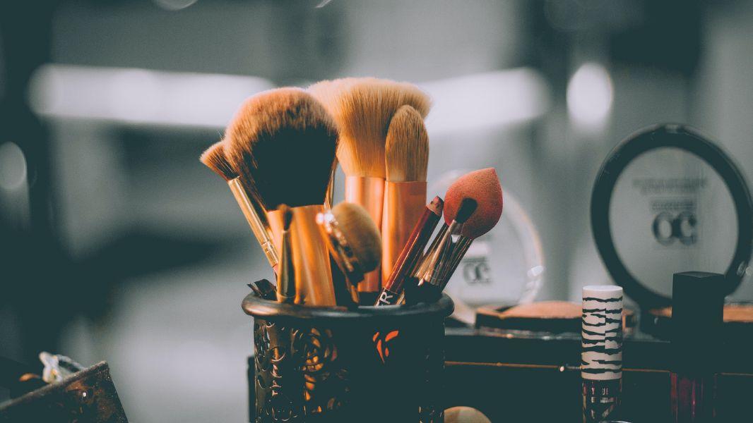 Makeup H
